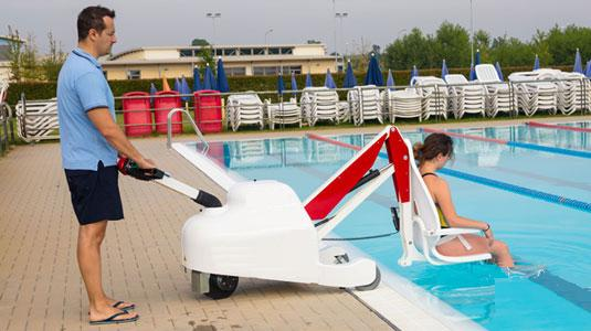 Chariot ascenseur de piscine motoris et mobile pour pmr for Portable piscine assurance
